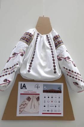 IA Aidoma Luxembourg Blouse Roumaine